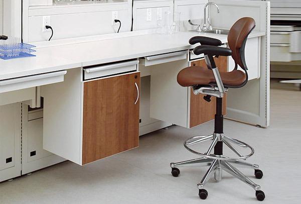 sgabello e sedia da disegno
